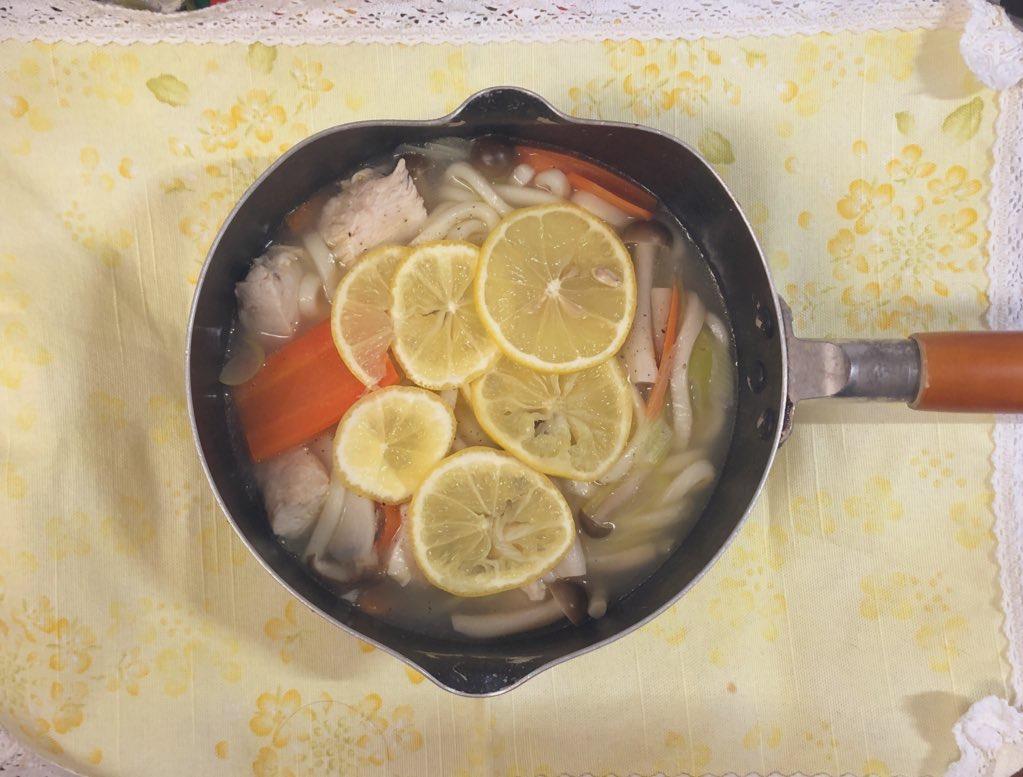 うどん入り鶏塩レモン鍋